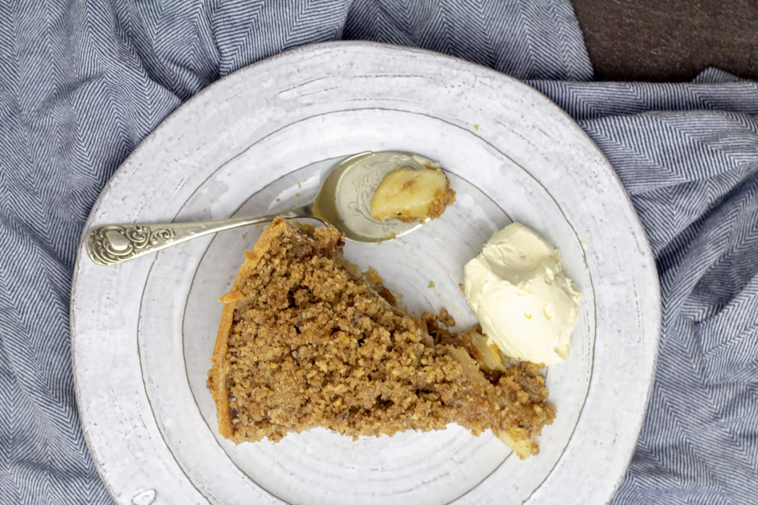 Apple and Pear Crumble Pie